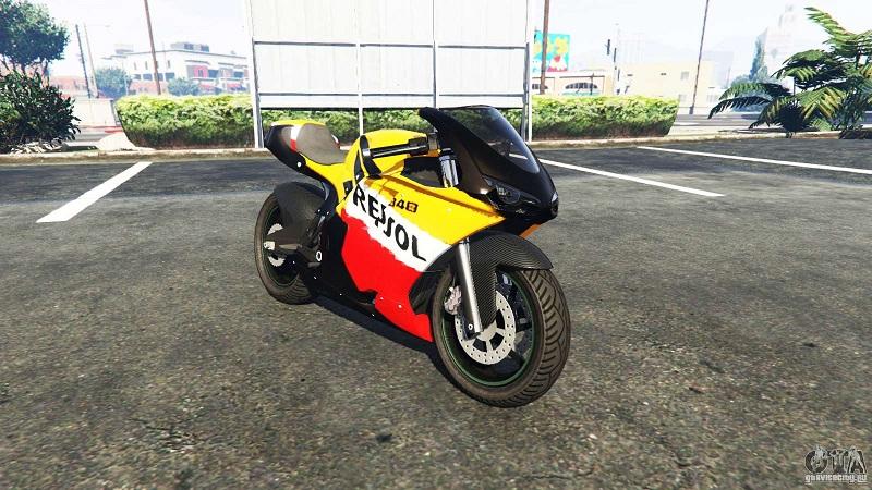 мотоцикл стоит