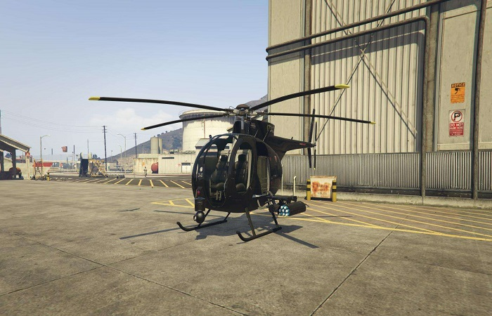 стоит вертолет
